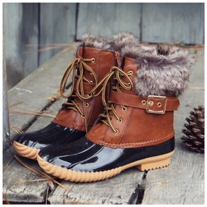 Furry Duck Boots - TAN